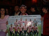 Palermo in A-29/05/2004:Tifoso rosanero con il poster del Palermo della promozione   - Palermo (2173 clic)
