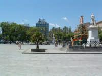 Carro di S.Rosalia 2003:sullo sfondo le palme e il Palchetto della musica di Piazza Politeama. PALER