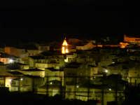 Panorama notturno del centro storico con la torre dell'orologio.   - Villarosa (4460 clic)
