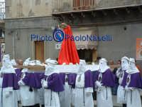 Venerdì Santo 2009: Piazza Vittorio Emanuele,la Confraternita del SS. Crocifisso lungo la Via Crucis con il Cristo.  - Villarosa (3566 clic)