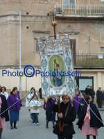Venerdì Santo 2009: Piazza Vittorio Emanuele,la Confraternita della Madonna della Catena lungo la Via Crucis.  - Villarosa (3561 clic)