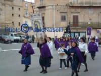 Venerdì Santo 2009: Piazza Vittorio Emanuele,la Confraternita di Maria SS. Addolorata  lungo la Via Crucis.  - Villarosa (3338 clic)