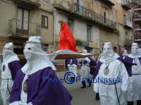 Venerdì Santo 2009: Corso Garibaldi,la Confraternita del SS. Crocifisso con la statua del Cristo lungo la Via Crucis.  - Villarosa (3984 clic)
