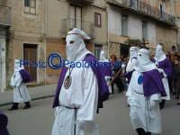 Venerdì Santo 2009: Corso Garibaldi,la Confraternita del SS. Crocifisso lungo la Via Crucis.  - Villarosa (4045 clic)