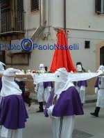 Venerdì Santo 2009: la confraternita del SS.Crocifisso lungo le strade del centro storico per la Via Crucis-2.  - Villarosa (3447 clic)