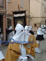 Venerdì Santo 2009: l'Acchianata al Calvario delle Confraternite per la Via Crucis, con in primo piano gli incappucciati della Confraternita di S. Barbara-2.  - Villarosa (3786 clic)
