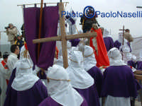 Venerdì Santo 2009: il Calvario la Confraternita del SS. Crocifiso e la statua del Cristo.  - Villarosa (3575 clic)