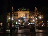 Natale 2003:abeti a Piazza Politeama  - Palermo (3996 clic)