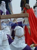 Venerdì Santo 2009: il Calvario con la Confraternita del SS. Crocifiso e la statua del Cristo prima della crocifissione.  - Villarosa (3601 clic)