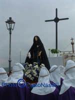 Venerdý Santo 2009: il Calvario con la Confraternita del SS. Crocifiso e la statua dell'Addolorata  prima della crocifissione di Cristo.  - Villarosa (3828 clic)