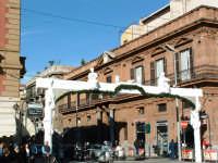 Natale 2003:arco di ingresso a Via Ruggero VII rappresentante gli stucchi del Serpotta. PALERMO Paol