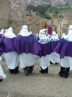 Venerdì Santo 2009: la mesta discesa dal Calvario delle Confraternite dopo la crocifissione di Cristo.   - Villarosa (4409 clic)
