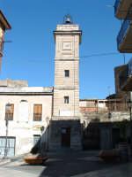 La piazza con la torre civica.  - Acquaviva platani (4762 clic)