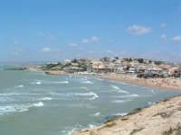 Vista della spiaggia dalla strada.  - Cava d'aliga (4455 clic)