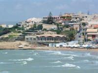 Vista della spiaggia e di una parte dell'abitato.  - Cava d'aliga (7711 clic)