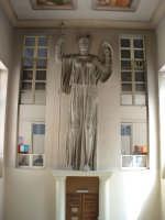 Statua nello scalone della Facoltà di Economia e Commercio .  - Catania (3148 clic)