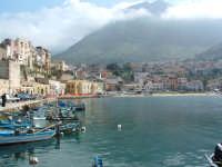 Il porticciolo e lo scorcio del paese  - Castellammare del golfo (1253 clic)