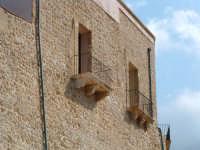 I balconi in pietra del Castello  - Castellammare del golfo (2416 clic)