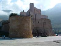Il Castello: la torre circolare  - Castellammare del golfo (1091 clic)