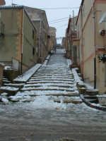 Nevicata del 26-01-2005, scalinata in pietra del quartiere S.Giuseppe.   - Villarosa (5057 clic)