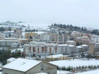 Nevicata del 26-01-2005, veduta di contrada Zotta Caldaia con i palazzi della zona di Viale Trinacria.   - Villarosa (4306 clic)