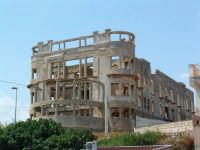 Noto Marina, vecchio edificio in rovina-1  - Noto (7113 clic)