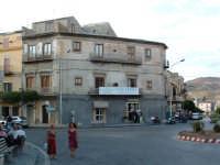Piazza Vittorio Emanuele, vista di uno dei quattro canti.  - Villarosa (5221 clic)
