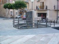 Piazza S.Giacomo, fontana con monumento al minatore.  - Villarosa (4536 clic)