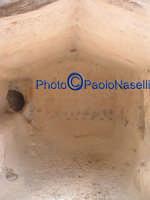 Area archeologica di Contrada Canalotto,l'interno della Chiesa con tetto a capanna scavata nella roccia.  - Calascibetta (2139 clic)