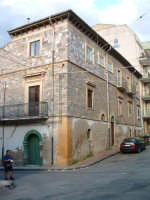 Via Buonarroti, , scorcio della ex caserma dei Carabinieri, oggi tutelata dalla Soprintendenza.  - Villarosa (3448 clic)