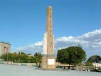 Obelisco di periodo fascista con una scritta...cadente  - Pergusa (5010 clic)
