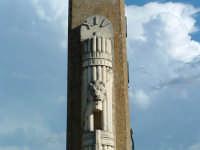 Obelisco di periodo fascista, particolare decorativo con l'indicazione dell'anno XIV del regime  - Pergusa (4860 clic)
