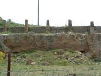 Archeologia industriale: la Miniera Gaspa, con le strutture che rimangono ancora in piedi.  - Villarosa (2760 clic)