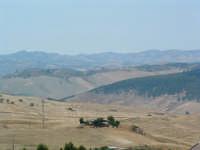 Campagna Villarosana d'estate,veduta verso Caltanissetta  - Villarosa (6042 clic)