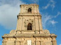 Torre campanaria del Duomo.La leggenda narra che,dopo vani tentativi dei più famosi architetti per i