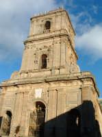 Veduta di scorcio della facciata del Duomo sovrastata dalla torre campanaria. ENNA Paolo Naselli