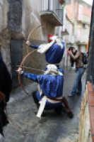Costumi medioevali - Sagra della cuccia 2008 - Arcieri  - San michele di ganzaria (2822 clic)