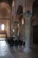Basilica SS.Pietro e Paolo sec.XII -interno-  - Casalvecchio siculo (7311 clic)