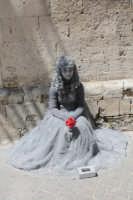 Donna col fiore  - Siracusa (3944 clic)
