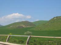 Monti dell'Ennese fotografati dall'autostrada con auto in movimento. Aprile 2008 ENNA TINDARO BUZZAN