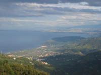 Patti, Tindari, Capo Milazzo visti dalla pineta Rocca Saracena.  Novembre 2008  - Montagnareale (2851 clic)