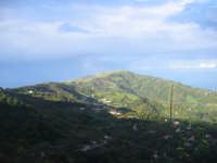 Laurello, Fiumara e in fondo il Monte Meliuso .  Montagnareale Novembre 2008   - Montagnareale (3955 clic)