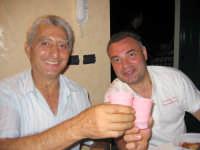Gioiosa Marea.U parenti Nunzio Buzzanca brinda con suo cognato Francesco Buzzanca  - Gioiosa marea (3626 clic)