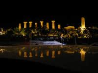 Agrigento.La Valle dei Templi di notte Aprile 2007   - Agrigento (5396 clic)