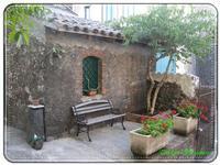 Casetta in pietra lavica a Fornazzo Settembre 2010  - Milo (5915 clic)