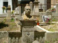 Busto nel cimitero di Ragusa  - Ragusa (2347 clic)