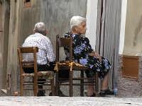Dopo una vita insieme, ciascuno insegue i propri ricordi.  - Siculiana (5424 clic)