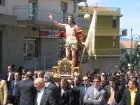 La statua del Cristo Risorto del Quattrocchi portata a spalla dai devoti troinesi.  - Troina (9263 clic)