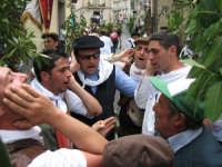 Tradizionale canto votivo dei Ramara in onore del patrono di Troina San Silvestro.  - Troina (2816 clic)