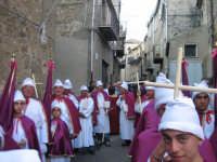 Particolare dei confrati della confraternita di Sant'Antonio Abate.   - Troina (2164 clic)